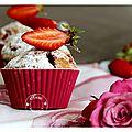 Délicieux muffins fraises et myrtilles sauvages du canada....