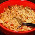 Riz gratine aux oignons, tomates, poivrons verts et rouges