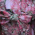 Ciré AGLAE en coton enduit imprimé bouquet fleuri rose - Fermé par un noeud (4)