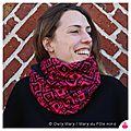 PH2015-10-02_1508-owly-mary-du-pole-nord-fait-main-snood-col-echarpe-cache-cou-tour-polaire-doudou-femme-geometrique-noir-fuchsia-rose