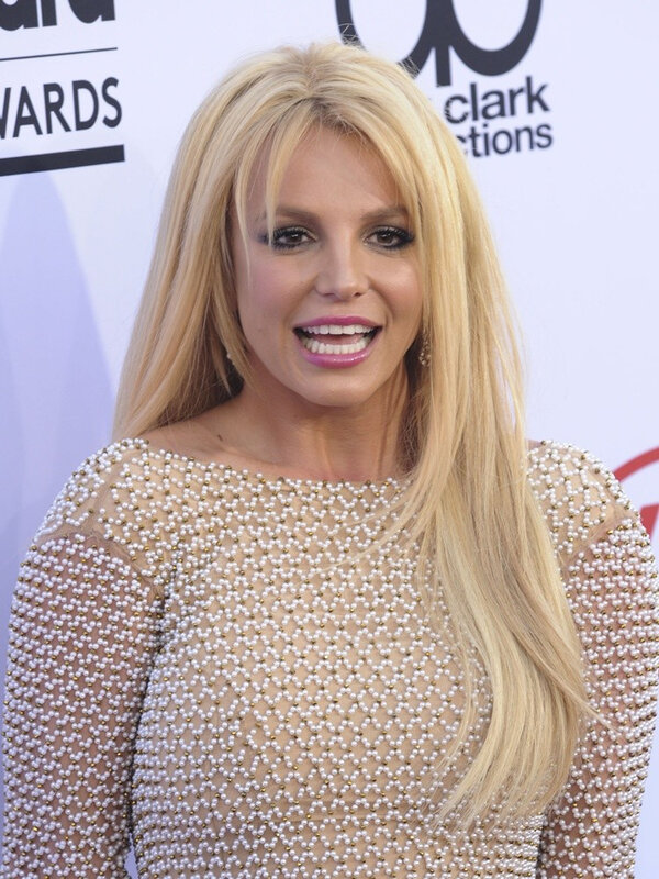 britney-spears-2015-billboard-music-awards-arrivals-02