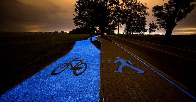 poland-unveils-glow-in-the-dark-bicycle-path-that-is-charged-by-the-sun1