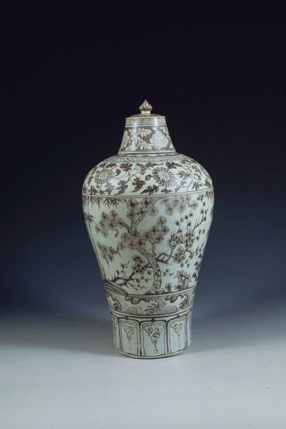 Meiping (plum vase) jar with cover and floral decoration, Ming dynasty © Nanjing Museum / Nomad Exhibitions