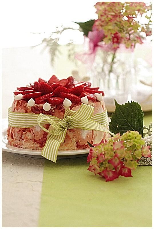 charlotte-chocolatblanc-recette-nicolepassions-dessert-biscuitcuillère-fraise-fruit