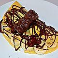Crêpe à la banane, oursons guimauve et coulis chocolat