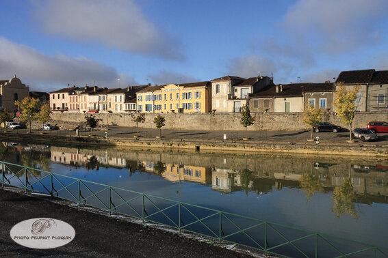CONDOM_l_hotel_Continental_sur_les_quais_de_la_Baise
