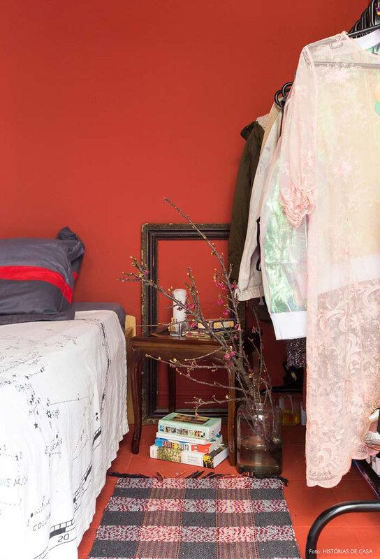 38-decoracao-quarto-vermelho-paredes-pintadas-preto