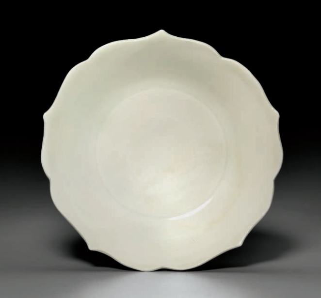 A Xing shallow dish, Five Dynasties (AD 907-960)