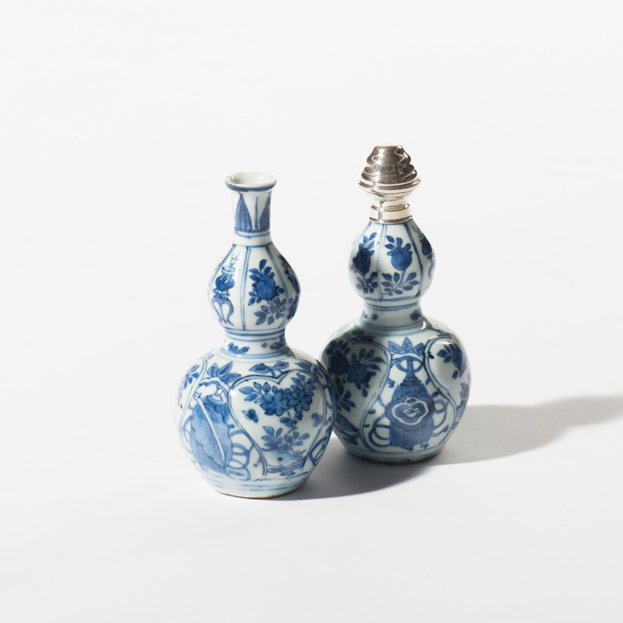 A pair of gourd-shaped blue and white vases, Wanli period (1573-1619)