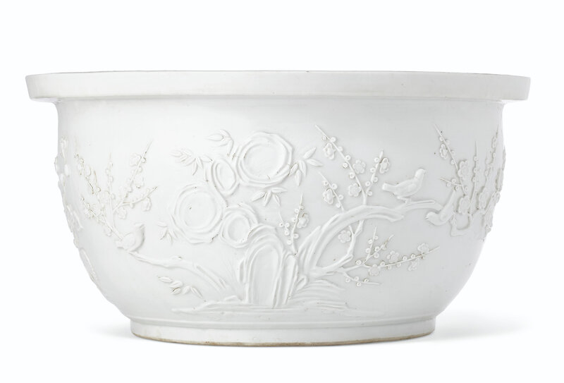 2019_NYR_17646_0715_000(a_rare_large_dehua_relief-decorated_jardiniere_17th-18th_century)