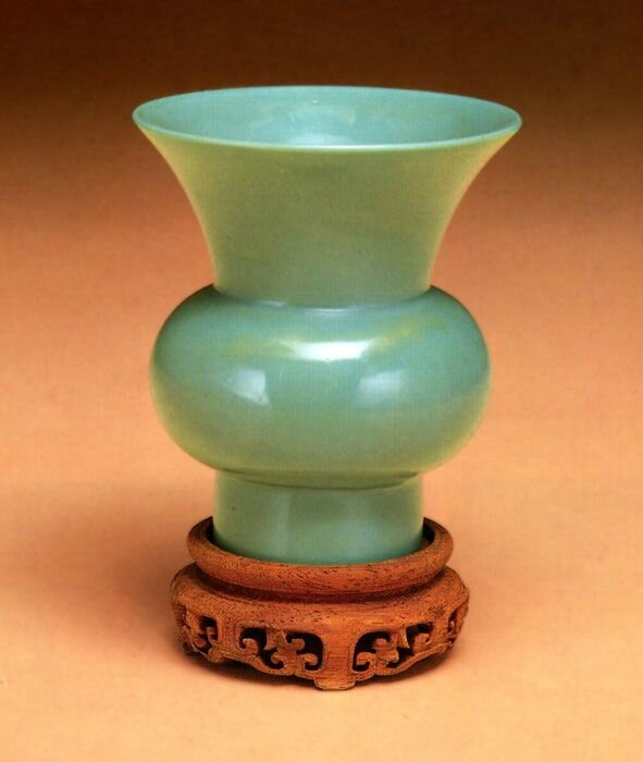Cuspidor, China, Qianlong period (1736-1796), glass with teak stand © 2001-2014 The Peabody Essex Museum.