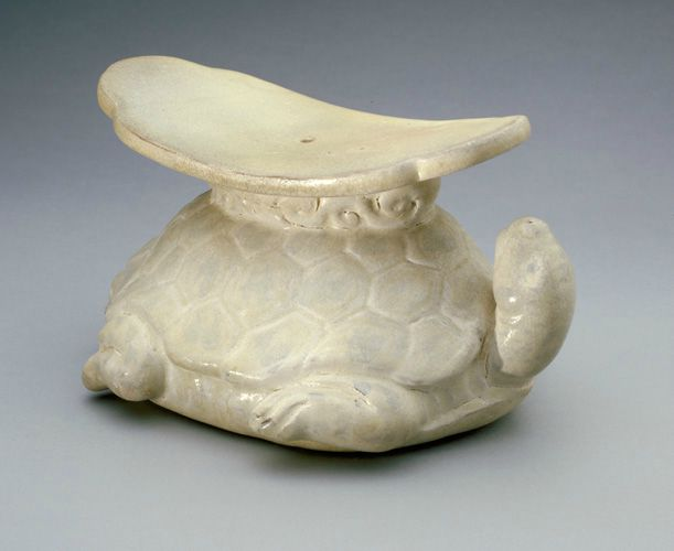 Pillow in the form of a tortoise with raised head, late 13th-14t