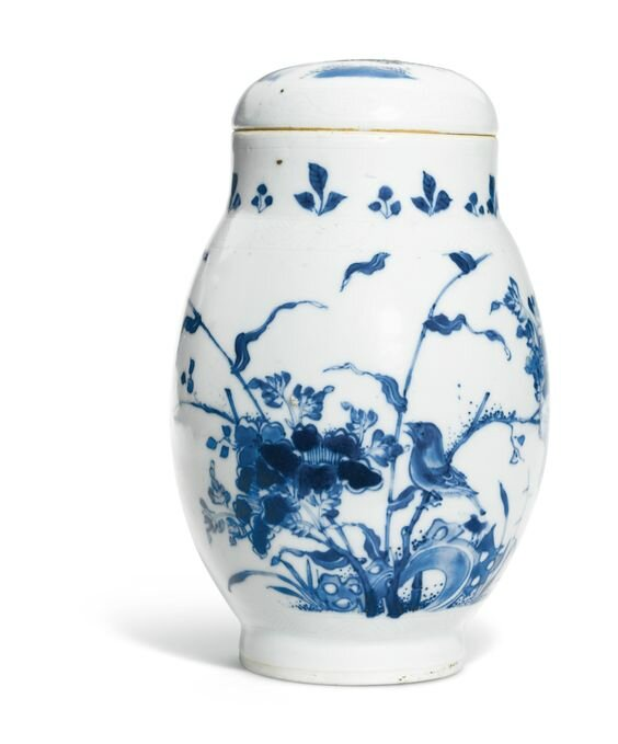 A large blue and white 'lianzi' jar and cover, Ming Dynasty, Chongzhen Period (1627-1644)