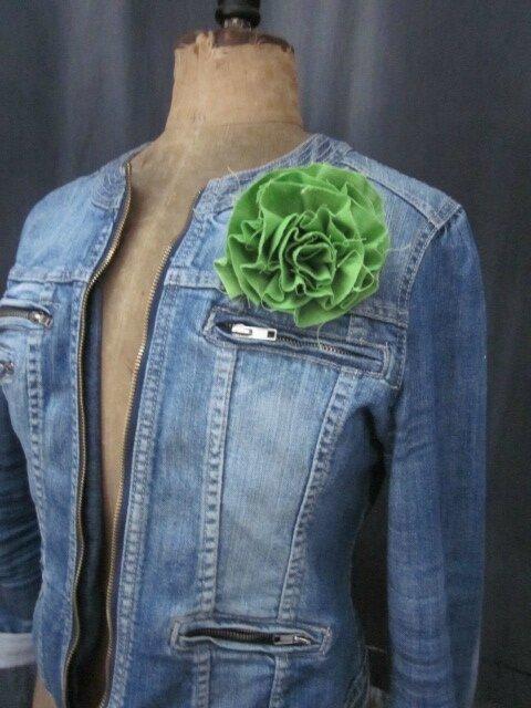 Broche fleur EVELYNE en lin vert granny smith (2)