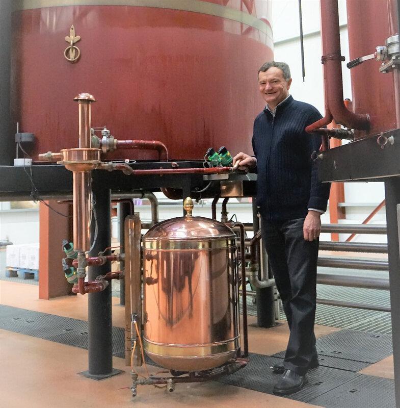 Mr Paignon à la distillerie - rognée