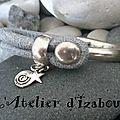 Demi jonc et cuir bleu-gris aspect peau de serpent, breloques étoile et spirale !