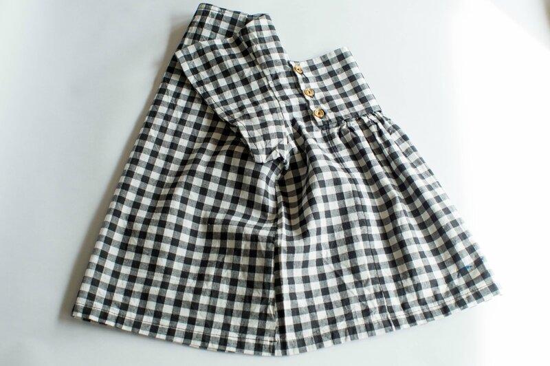 une blouse pour Mina extraite du livre de patrons Minabulle
