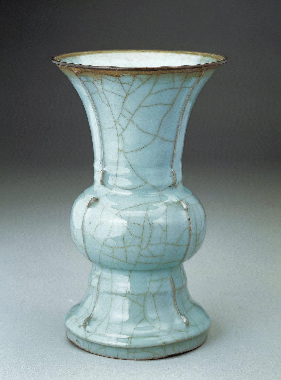 Celadon-glazed zun vessel, Guan ware, Southern Song dynasty (1127–1279)