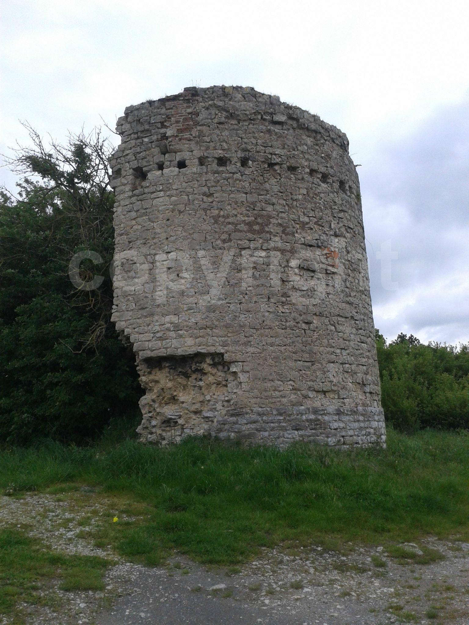 ruine d'un moulin à Marquise