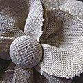 chapeau en lin ocre fâné avec fleur (3)