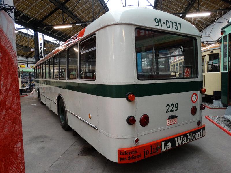 MERCEDES 229 autobus Société des Transports Intercommunaux de la Région Liégeoise 1963 (2)
