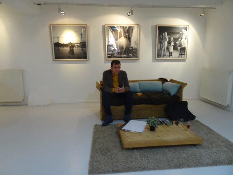 Des caricatures dans une galerie d'Art Contemporain
