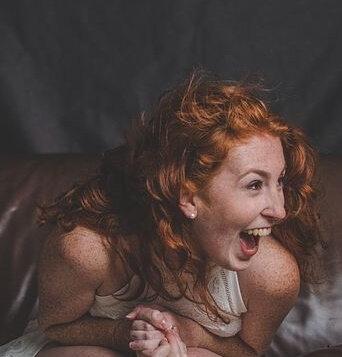 Femme joyeuse