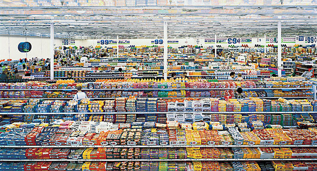 01. Andreas GURSKY, 99 cent, 1999.