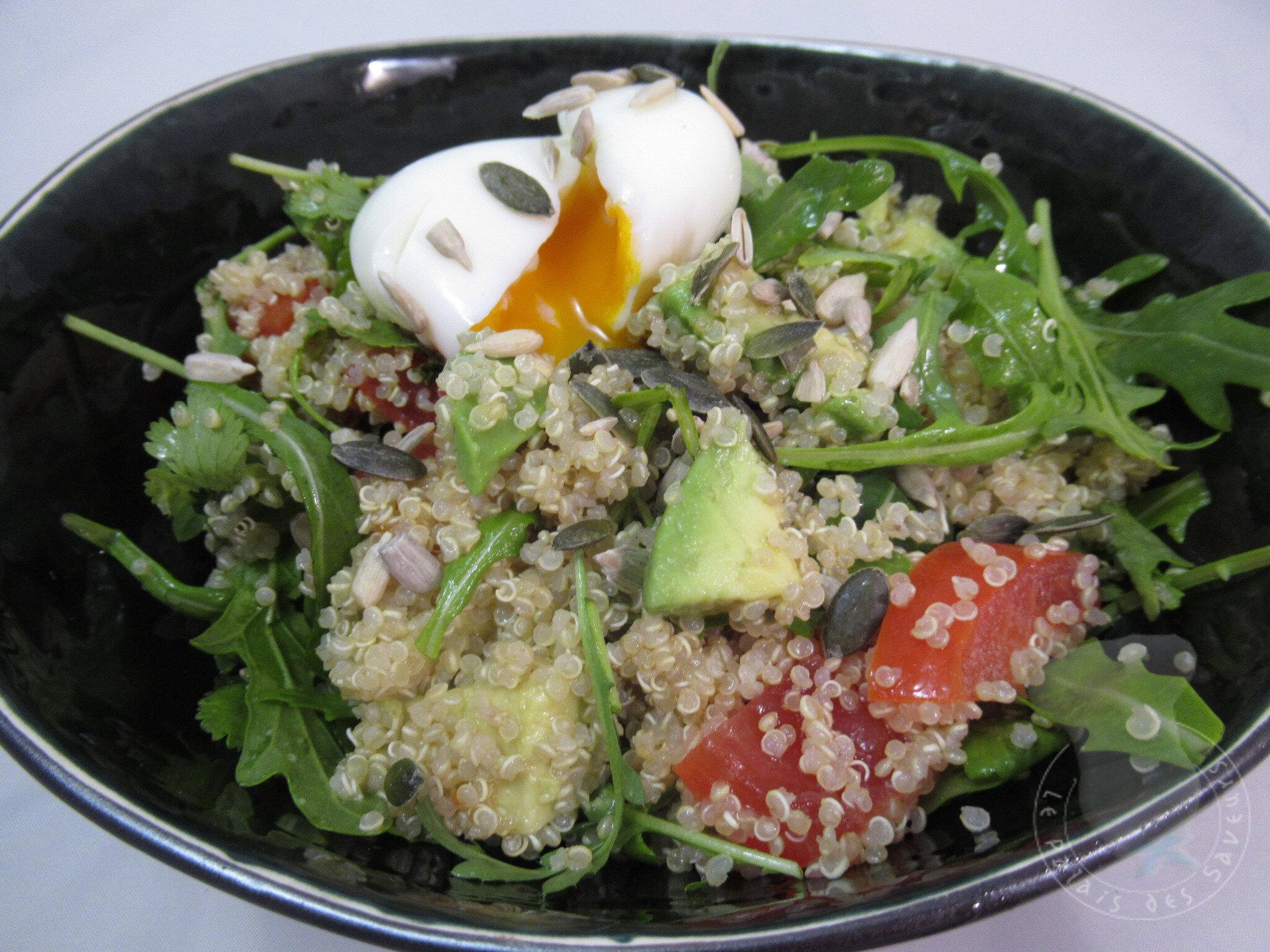 Salade de quinoa aux oeufs mollets