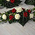 Mariage en fleurs blanches et bordeaux