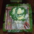 bouquet à la main sur ecorce