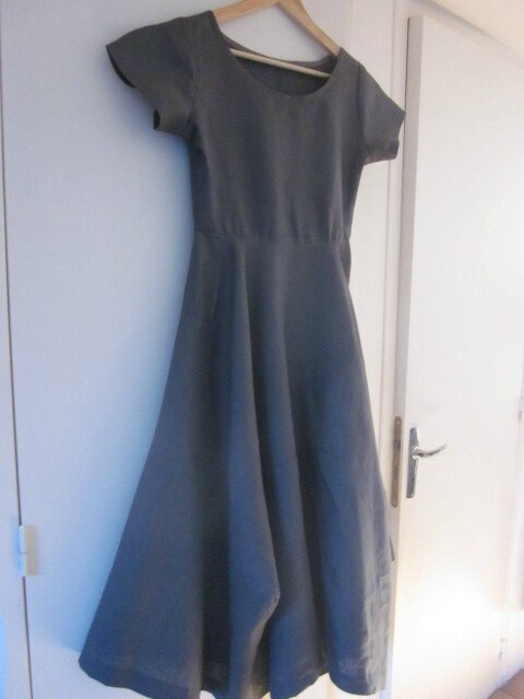 Robe EULALIE en lin gris anthracite - taille 38 (1)