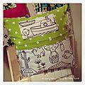 IMG_4714-owly-mary-du-pole-nord-oreiller-coussin-lit-poupee-doudou-jeu-jouet-enfant-tissu-fille-garcon-mixte-histoire-pyjama