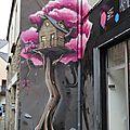 Street art quimper - rue de la providence - maison dans un arbre -