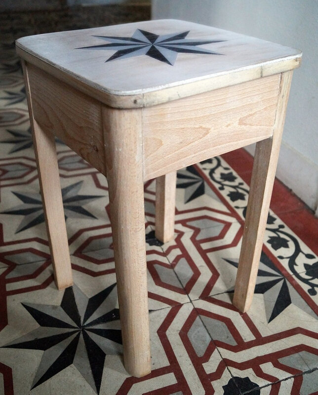 Tabouret-de-cireur-decor-carreaux-ciment-in-situ