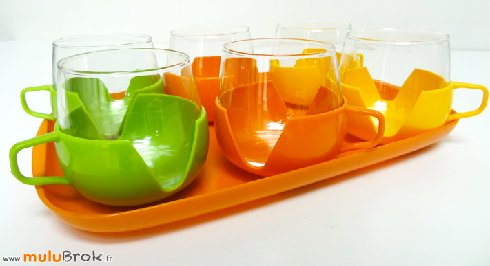 PLATEAU-et-TASSES-verre-plastique-8-muluBrok-Vintage