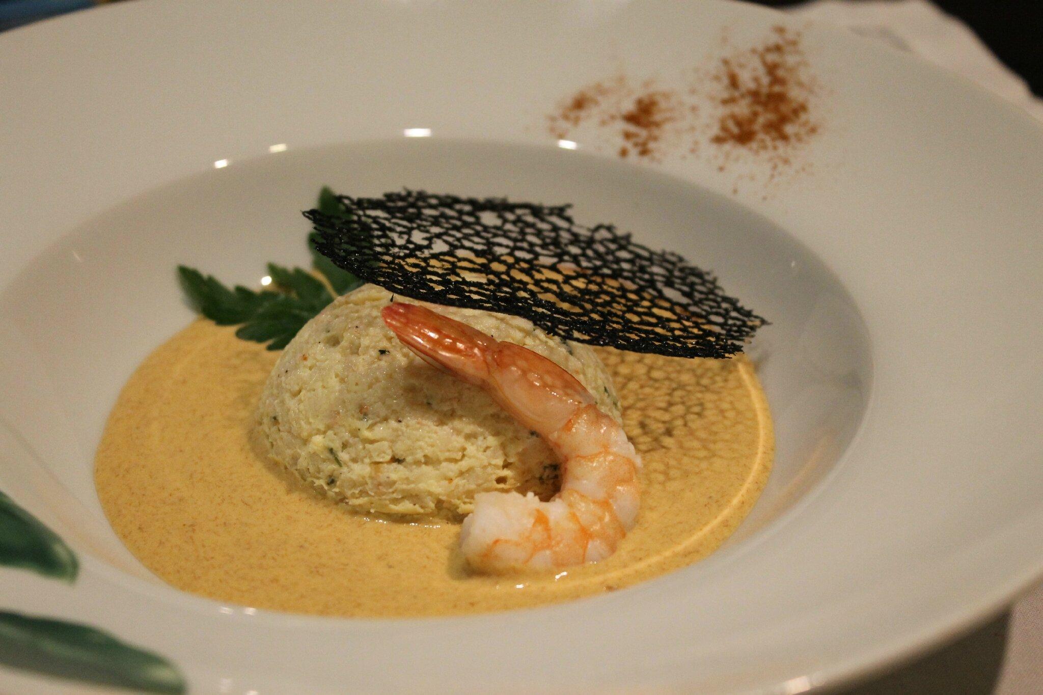 Mousse de limande aux crevettes,coulis d'oursin tuile d'encre de seiche