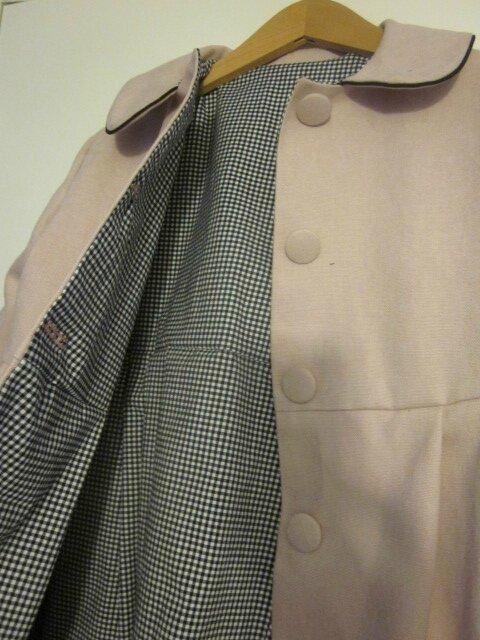 SOPHIE Manteau en coton velours rose doublé de coton vichy noir - col souligné de passepoil noir - boutons recouverts dans le même tissu (14)