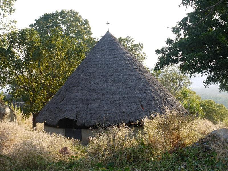 11-JF église dans un village bédik Sénégal