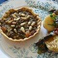 tarte boeuf-curry et salade de pommes de terre méditerranéenne