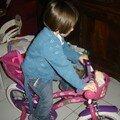 Nina et son beau vélo