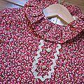 Robe trapèze à poches plaquées, col froufroutant et manches courtes fermée par 3 petits boutons recouverts dans la nuque - haut doublé ANTOINETTE (30)