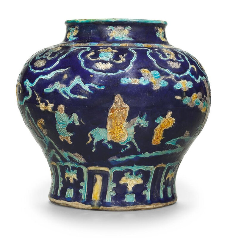 A large Fahua jar, Ming dynasty, 16th century