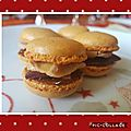 Macarons épicés au foie gras, magret séché et confiture de figues