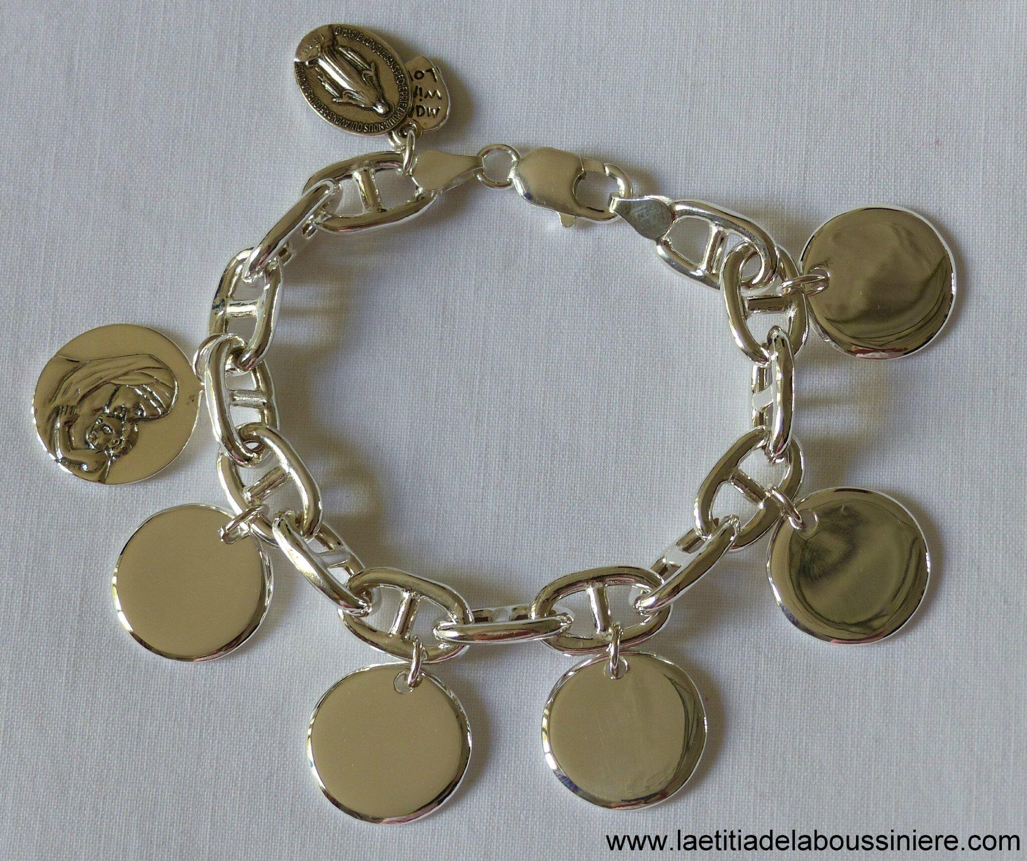 Bracelet sur chaîne en argent massif maille marine composé de 5 médailles en argent massif et une médaille de Vierge à l'Enfant en argent massif