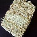 plongez les nouilles chinoises dans l'eau pendant 4 min