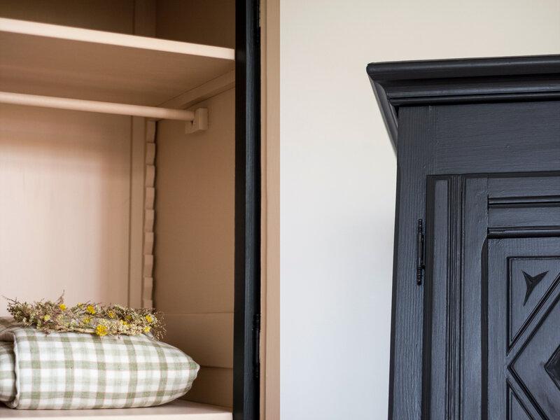 armoire- chambre-enfant-noir-saumon-TRENDY-LITTLE
