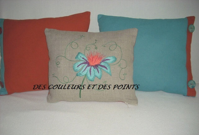 COUSSIN FLEUR BRODEE
