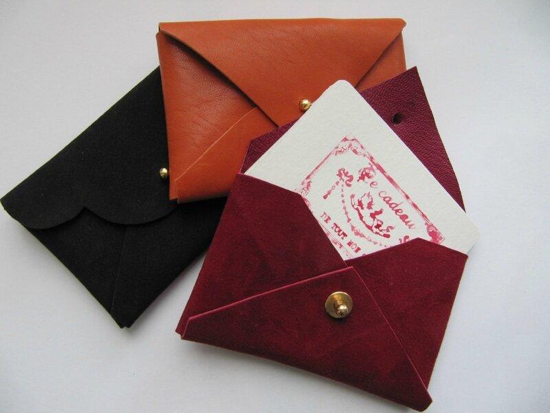 cuir sans couture porte cartes de visite frimousses et cornichons. Black Bedroom Furniture Sets. Home Design Ideas