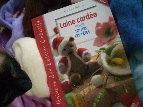 Livre laine cardée...il y a pleins de petites choses très mignonnes !